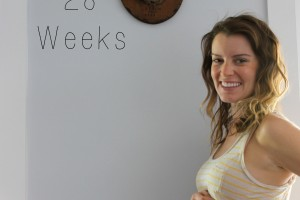 28-weeks-pregnant-belly