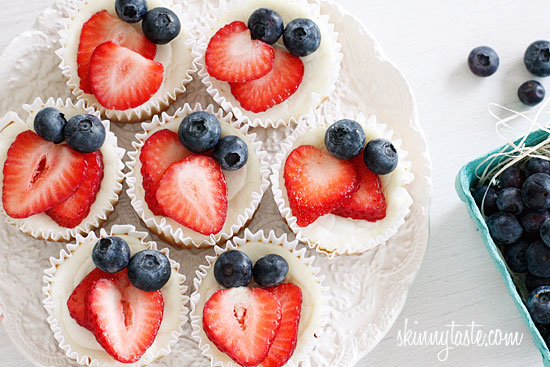 red-white-and-blueberry-cheesecake-cupcakes