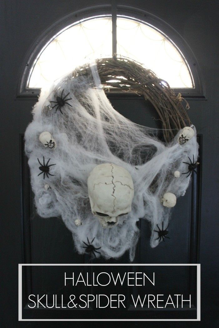 halloween skull and spider wreath for halloween / dreambookdesign.com