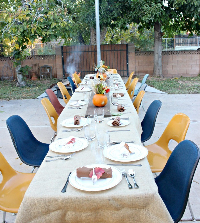 thanksgiving outdoor tablescape
