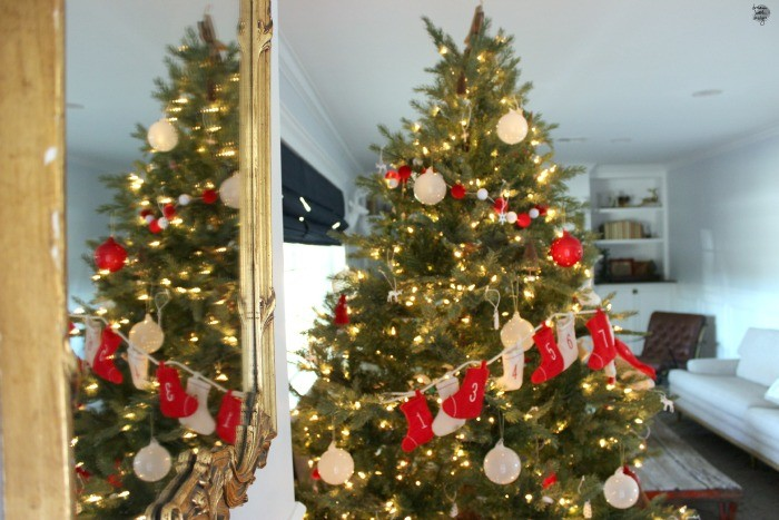 how to decorate a christmas tree 5 / dreambookdesign.com