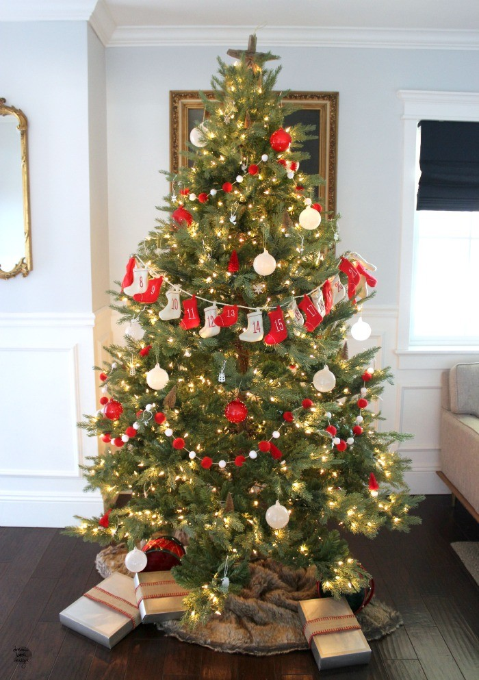 how to decorate a christmas tree 7 / dreambookdesign.com